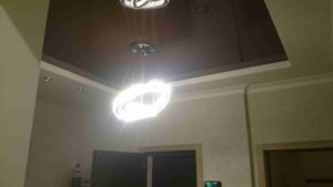 Фото ремонта квартиры - двухуровневый потолок со вставкой натяжного глянцевого потолка